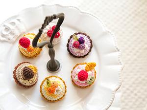 あみぐるみケーキのブローチ|alphadorn